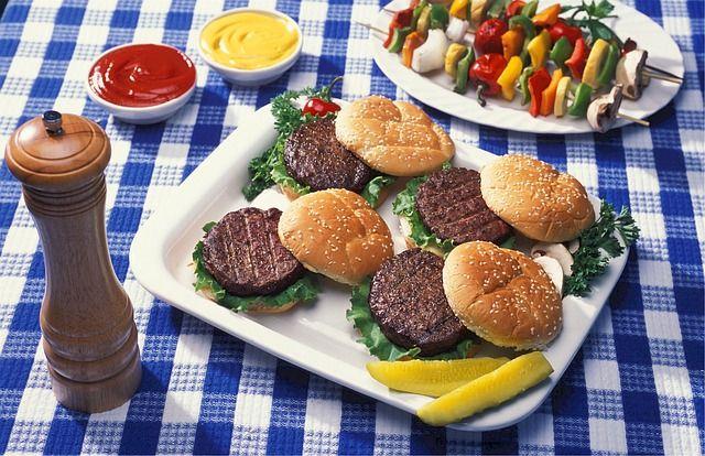 """Si può dire """"hamburger vegetali"""" e """"salsicce vegane""""?"""