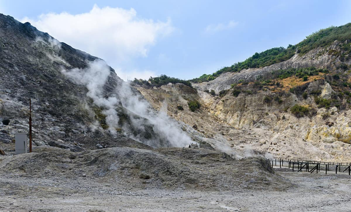 Terremoto a Pozzuoli, scossa avvertita anche a Napoli, preceduta da un forte boato
