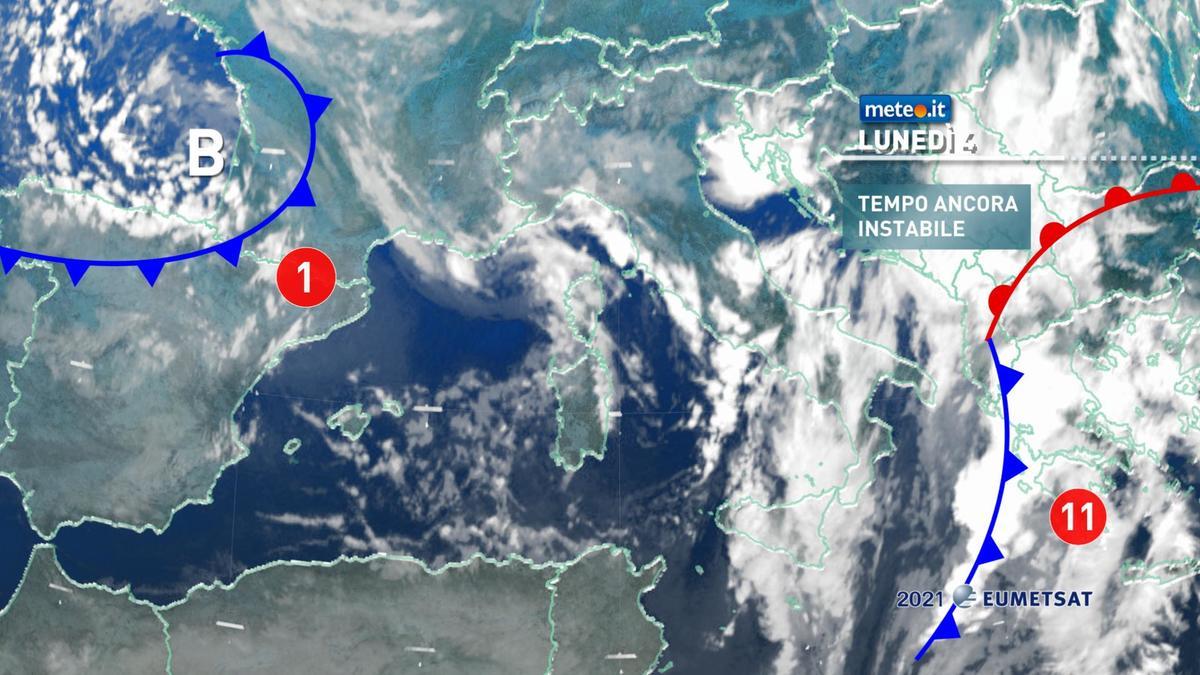 Meteo, lunedì 4 gennaio con piogge anche intense e nevicate